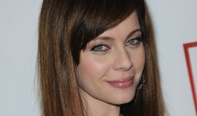 Melinda Clarke to Play Tracey McKay on Dallas featured image